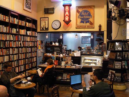 Importando ideias e projetos III. Coffee-bookstore em Maceió