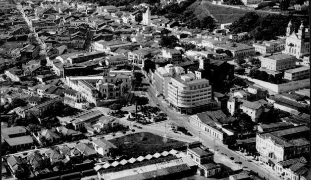 Incrível foto aérea do centro de Maceió nos anos 40